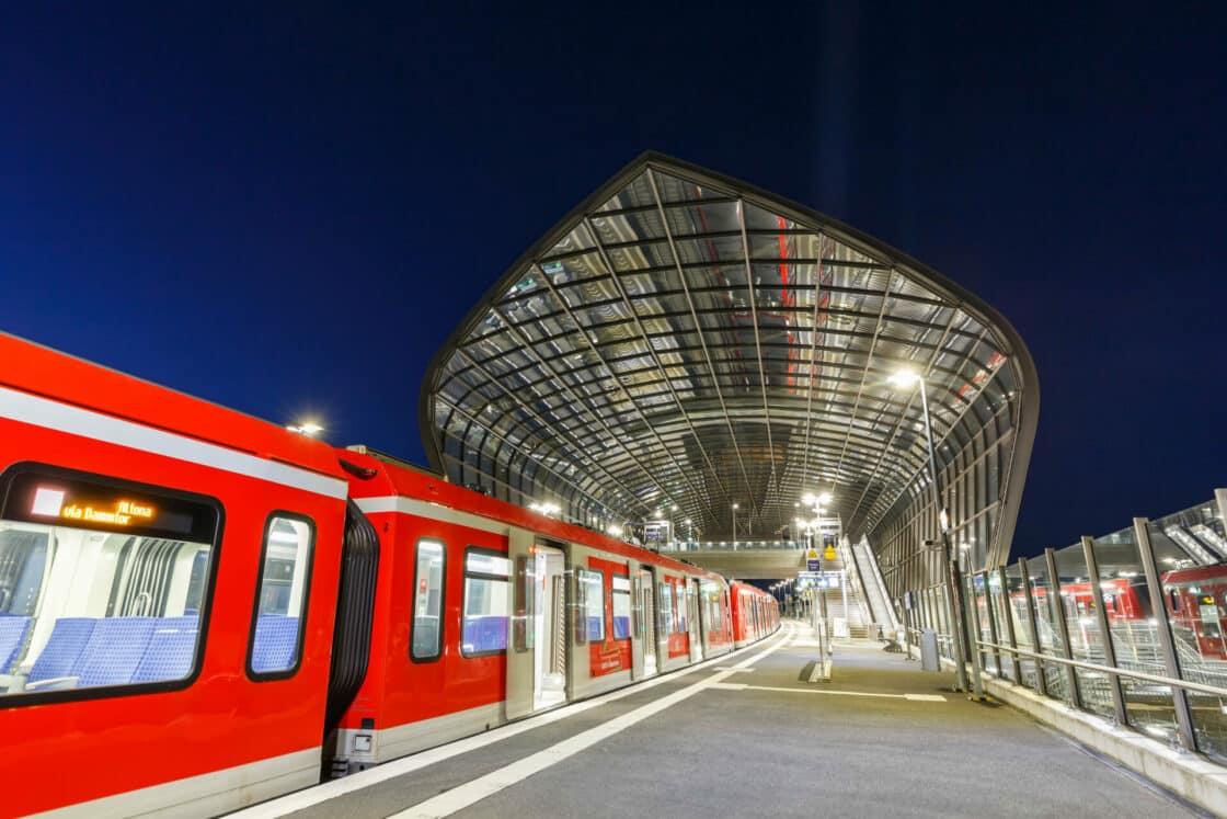 Zu sehen ist ein Bahnhof